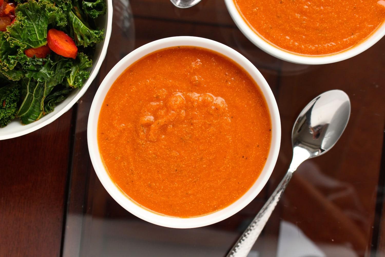 Creamy Vegan Tomato Zucchini Soup