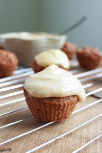 Vegan Carrot Cake Cupcakes with drippy Cashew Frosting 9
