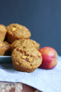 THE BEST Vegan Pumpkin Nectarine Oatmeal Muffins! This muffins are full of natural sweetness and whole grains are are perfect for a quick breakfast on the go or a delicious snack. Vegan!-3