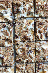 The SIMPLEST Vegan S'mores Bars! Made with rich dark chocolate and gooey vegan marshmallows, these rich and chewy Vegan S'mores Bars are perfect for a summer treat! -2