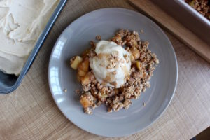 healthy-easy-vegan-apple-crisp-10