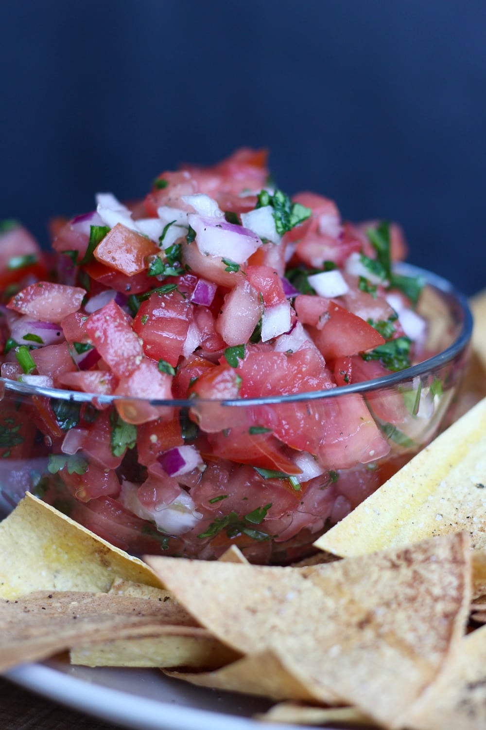 Baked chips with salsa