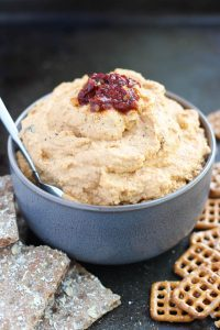 vegan chipotle peper hummus