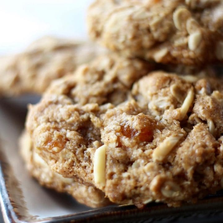 Chewy Oatmeal Apricot Almond Cookies (Vegan!)