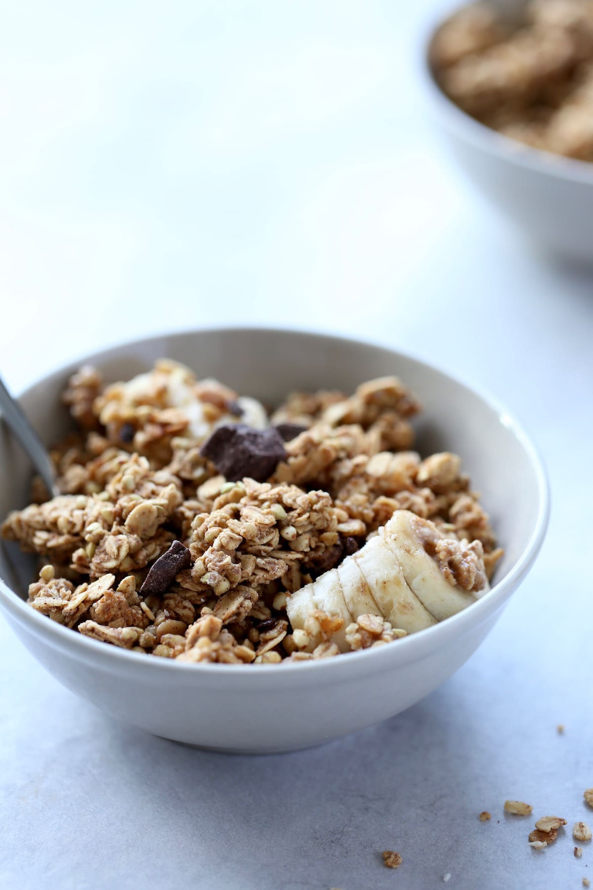 A bowl of peanut butter granola with banana