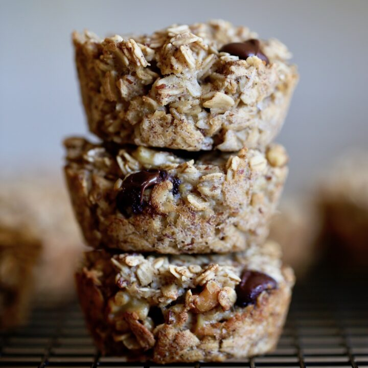 Vegan Baked Oatmeal Cups (2 Flavors!)