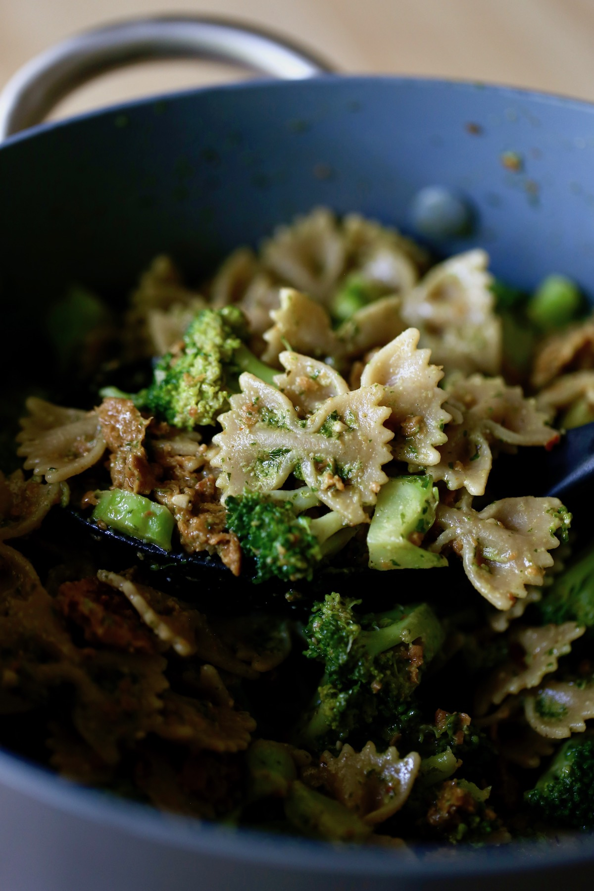 pesto pasta with sausage and broccoli in a large pot